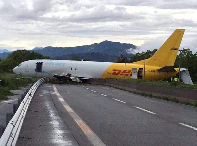 DHL Kargo Uçağı, İtalya'da Pistten Çıktı