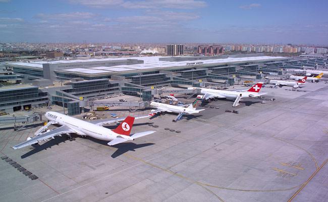 Atatürk Havalimanı'nda olaylı gece
