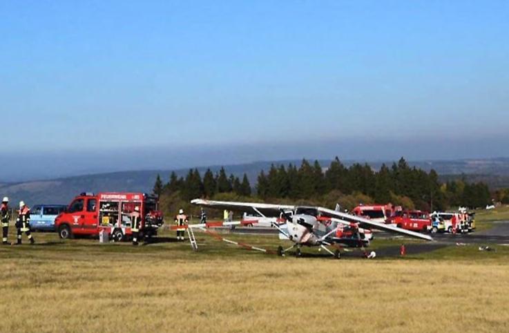 Almanya'da Cessna seyircilerin üstüne indi