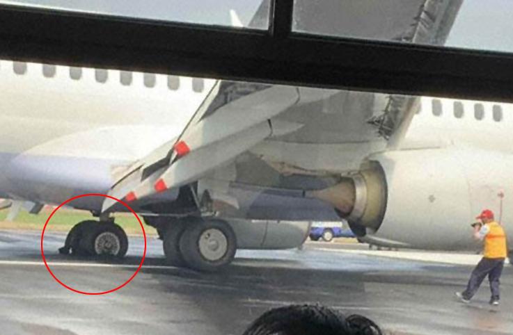 China Airlines'ın lastiği patladı havalmanı 5 saat kapandı