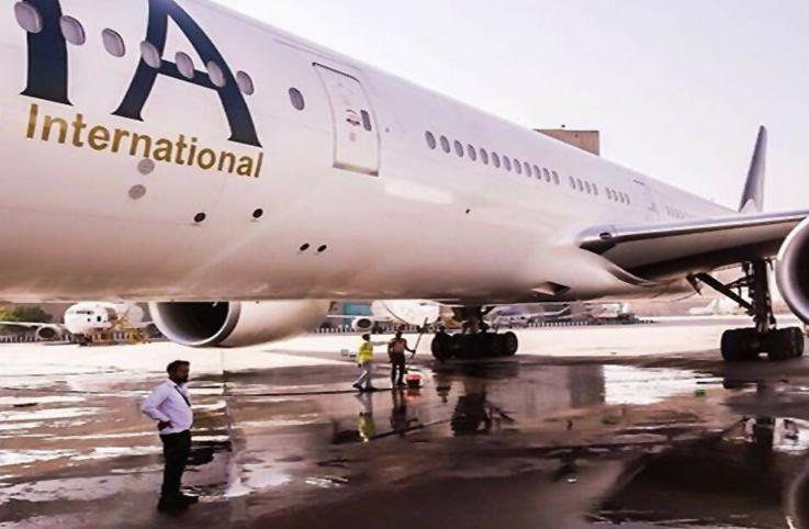 PIA'nın uçağı tuvalet arızası nedeniyle acil indi