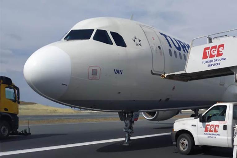 THY, Frankfurt-İstanbul uçağının pistte ilerlerken ön dikmesi kırıldı