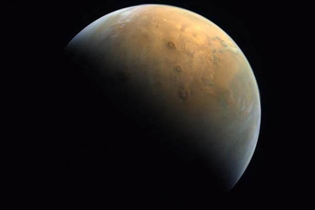 BAE, Mars'ın ilk fotoğrafını paylaştı