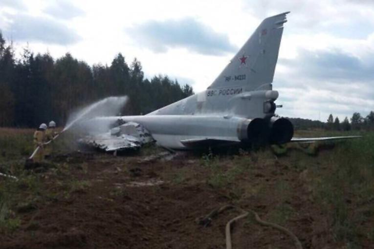 Tu-22M3 eğitim uçuşunda gövde üstü indi