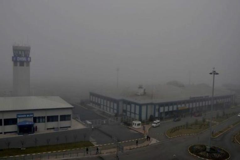 Trabzon ve Hatay uçuşlarına sis engeli