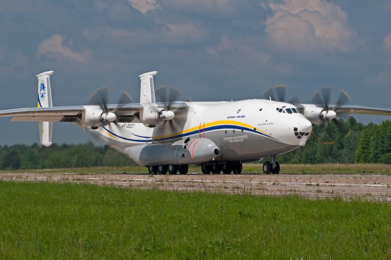 An-22 Antei askeri uçağı yeni görevini başarıyla tamamladı