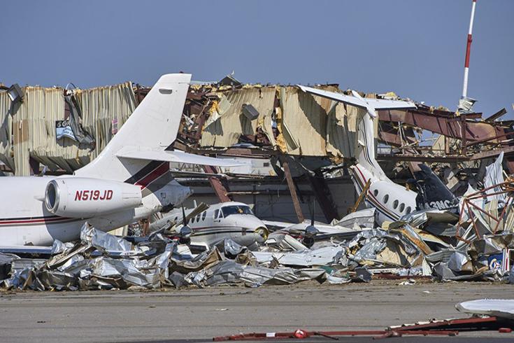 ABD, Tenesse'de fırtına  uçakları kağıt gibi uçurdu