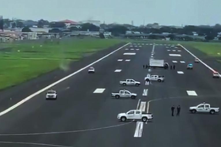 Guayaquil Havalimanı'nı böyle kapattılar