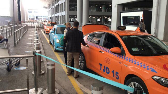 İstanbul Havalimanı taksicisinden örnek davranış